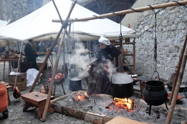 Chillon: préparation du repas médiéval.