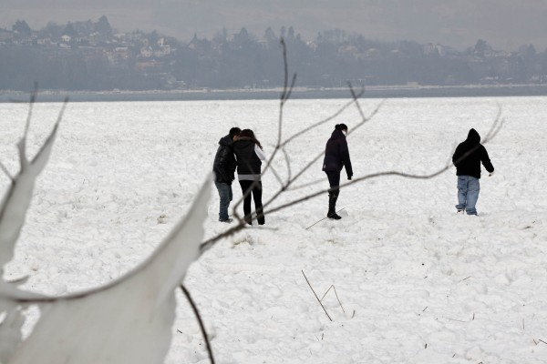 Imprudents sur la glace