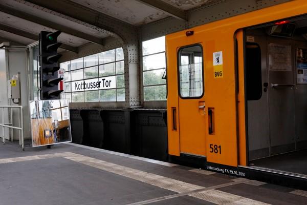 Rame de métro à l'arrêt à Kottbusser