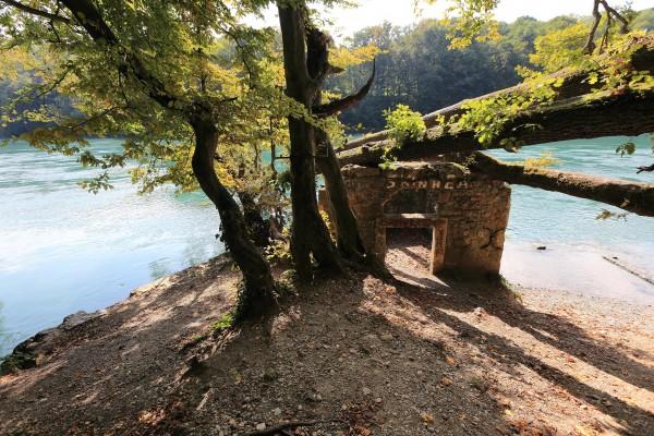 Ruine au bord du Rhône